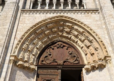 La Pierre à Blois - St Nicolas, porche en pierre d'Apremont